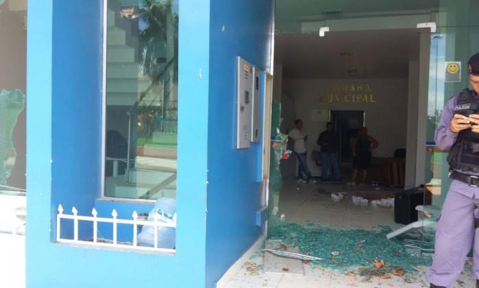 Câmara Municipal de Coari é depredada