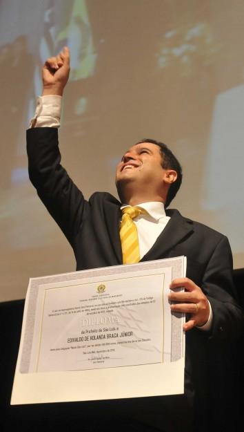 O prefeito de São Luís, Edivaldo Júnior; cuidando primeiro dos seus