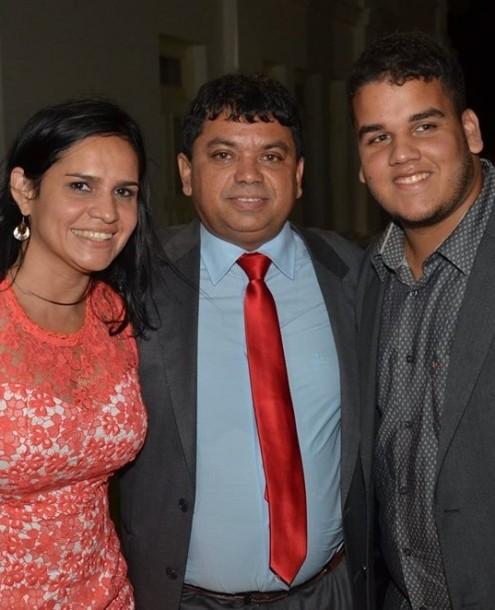 Márcio Jerry com os privilegiados Lene e Caetano, namorada e filho, respectivamente