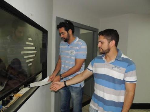 Os diretores Pedro Davi e Artur Estevam protocolando ofícios na Casa Civil