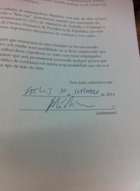 Assinatura do governador do Maranhão na carta-compromisso feita perante a Conatrae