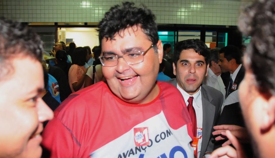 Macieira deixa estudantes da UFMA sem aulas para fazer campanha para Lauande