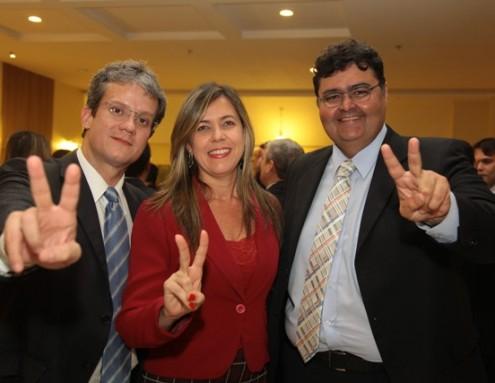 Launde, ladeada no Hotel Premier por padrinhos de sua candidatura à Presidência da OAB, Ulisses Cesar Souza e Mário Macieira