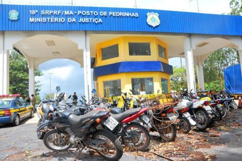 Posto da PRF de Pedrinhas; cemitério de motos e veículos velhos e amassados