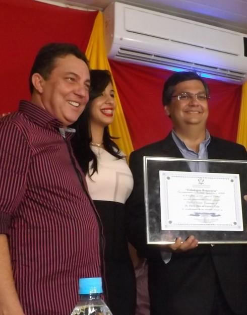 Flávio Dino ao lado do aliado Cleomar Tema, e de sua mulher, Daniella Jardão, beneficiados com convênio e sinecura