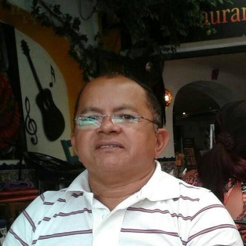 O juiz João Francisco, que decidiu amordaçar a imprensa a pedido do governo onde parentes estão sinecurados