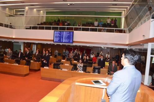 Mesmo a contragosto de Othelino Neto, presentes do plenário, comitê de imprensa e galaria fizeram um minuto de silêncio em respeito a dor das mães de Caxias
