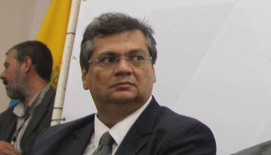 Governo Chatô: Flávio Dino exonerou padre por criticar caos em Pedrinhas