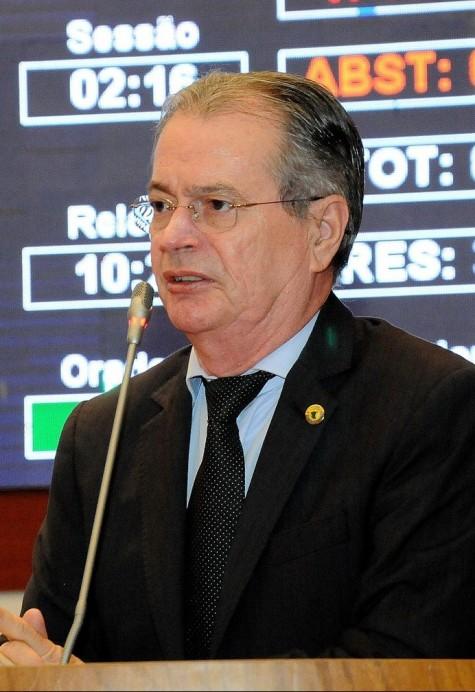 Metido a homem probo, o deputado estadual Levi Pontes foi o que mais se beneficou com a violação ao decreto comunista