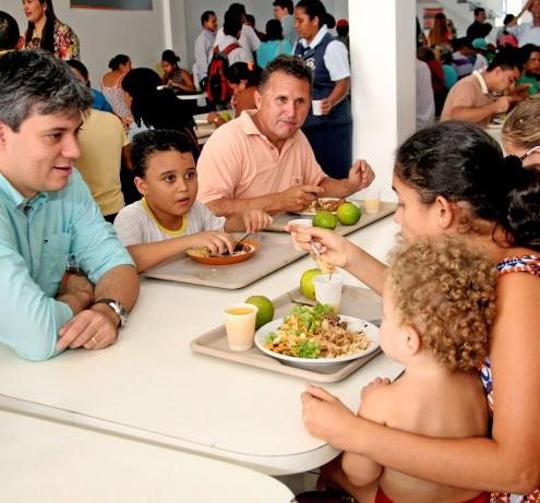 Responsável pelo bom funcionamento das unidades, o secretário Neto Evangelista chegou a visitar o Restaurante Popular do Maiobão. E só.