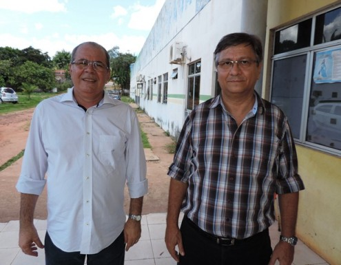 O deputado Hildo Rocha e o ex-prefeito Jones Braga, durante visita ao Hospital Municipal Madalena Braga, que agora deve ser reformado com a emenda do parlamentar