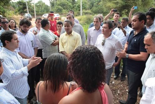 Edivaldo Holanda Júnior anunciando a construção da Ponte Pai Inácio em 2013