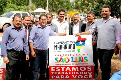 Agosto de 2015; Edivaldo Holanda Júnior anunciando, acompanhado de Clayton Noleto, a construção da Ponte Pai Inácio