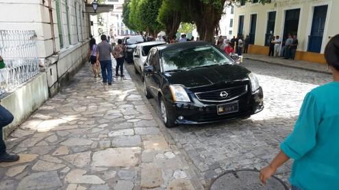 Carro oficial de agente 007 permaneceu tranquilo estacionado em frente à CMSL e ao Teatro João do Vale