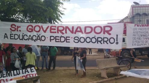 Greve dos professores e muita confusão recepcionam Flávio Dino durante visita a São Mateus