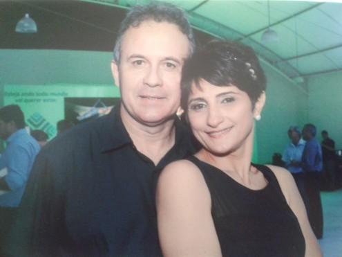 Telma Moura e o esposo, Jean Alves. Força do padrinho garantiu permanência no governo mesmo pega com a mão na botija