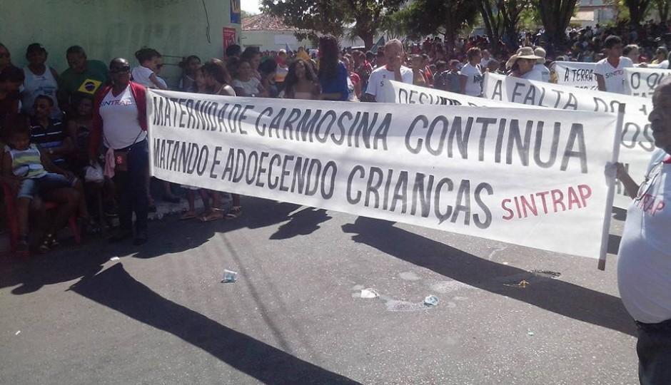 "Desfile de 7 de setembro em Caxias é marcado por protesto contra a ""Maternidade da Morte"""