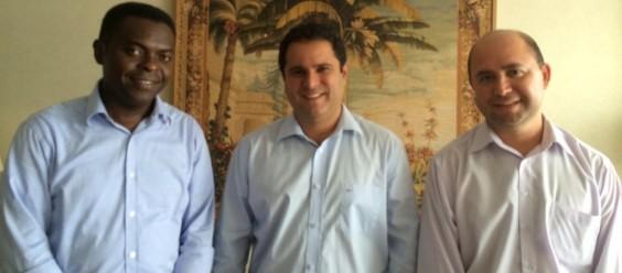 O prefeito Edivaldo Holanda Júnior e seus auxiliares de Comunicação, Robson Paz, que ficou no cargo até janeiro deste ano; e Batista Matos, atual comandante