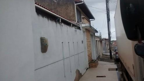 Segundo vizinhos, número da residência teria sido apagado há cerca de um ano