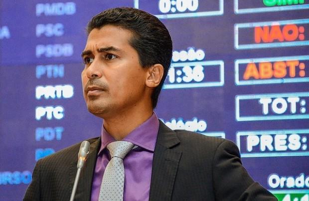 Presidente da CCJ, Marco Aurélio apresentou e colocou em votação projeto inconstitucional que garantiu manobra