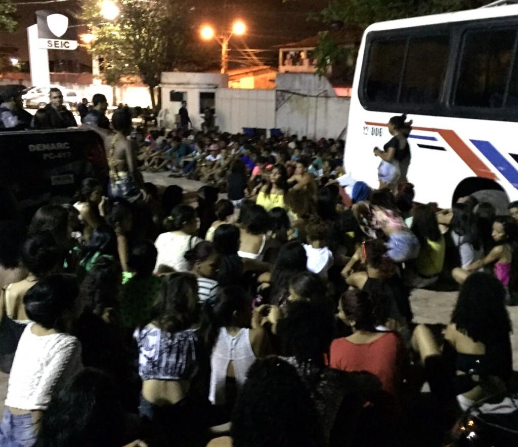 PM-MA precisou de três micro-ônibus para encaminhar todos os suspeitos