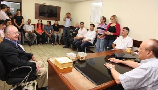 José Sarney com o senador João Alberto, durante encontro com dirigentes e militantes do PMDB do Maranhão