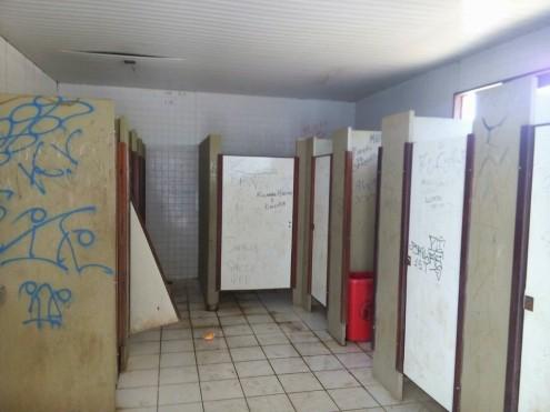 Situação de abandono nos banheiros aponta para descaso da Prefeitura de São Luís com o Parque do Bom Menino