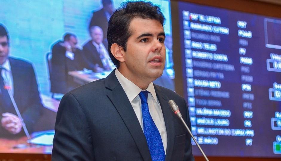 Adriano Sarney diz que Flávio Dino quer implantar doutrina bolivariana no Maranhão
