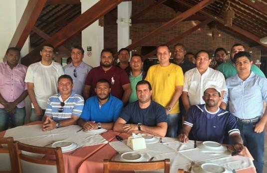 Parte de integrantes da AmaBlog, reunidos em restaurante hoje em São Luís, lançaram nota em apoio ao blogueiro Luís Pablo
