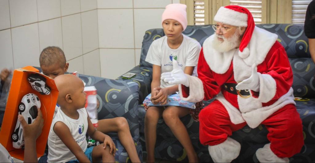 Véspera de Natal regada de muitos sorrisos na Fundação Antonio Jorge Dino e Casa Sonho de criança com o projeto Árvore Solidária