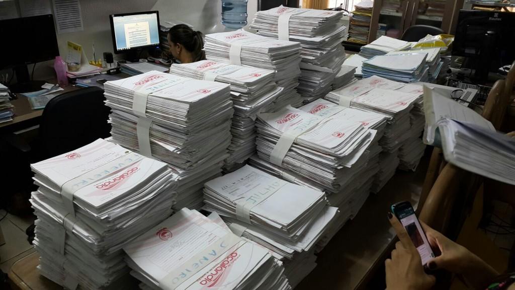 Parte dos documentos levados da Prefeitura de Açailândia chegou a ser devolvida no prédio da Promotoria de Justiça, porém de forma desorganizada