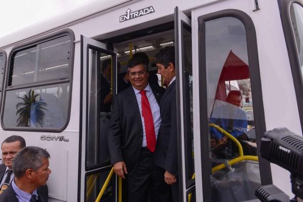 Governador aumentou passagem do Expresso Metropolitano sem avisar a população que sabe o que é e precisa andar de ônibus