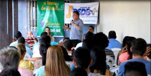 Juventude ouve atenta o discurso do ex-prefeito de São José de Ribamar durante o 1º Encontro da JPSDB na cidade