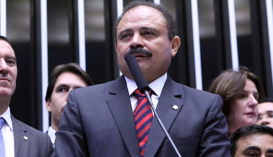 STF afasta Cunha da presidência da Câmara; Waldir Maranhão assume