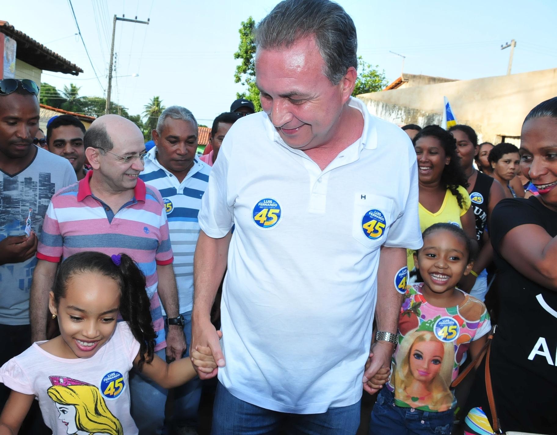 Luis Fernando durante caminhada no bairro J. Câmara I