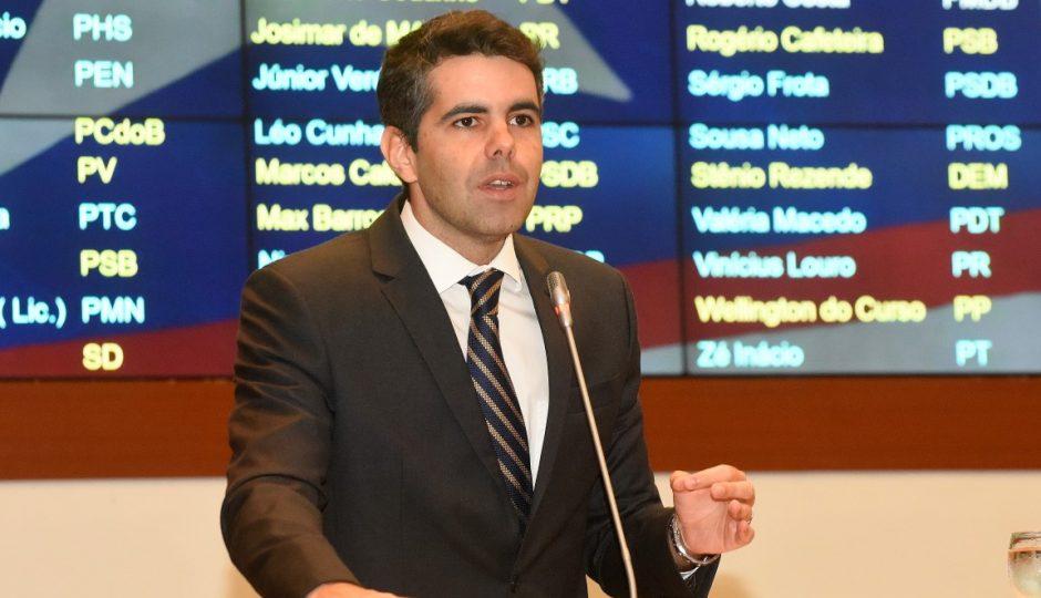 Adriano quer explicações sobre pedido de empréstimo de R$ 140 milhões