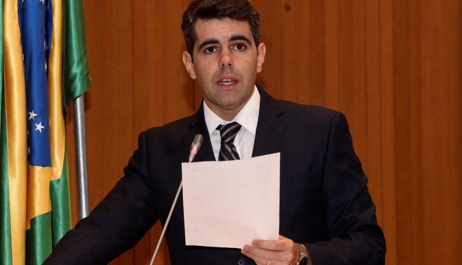 Adriano consegue adiar votação de empréstimo de R$ 55,2 milhões