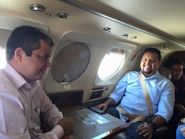 Clayton Noleto e Ednaldo Neves — com o deputado petista Zé Inácio de carona, ao fundo — usam avião alugado pelo governo para supervisionar obras da Sinfra pelo Maranhão