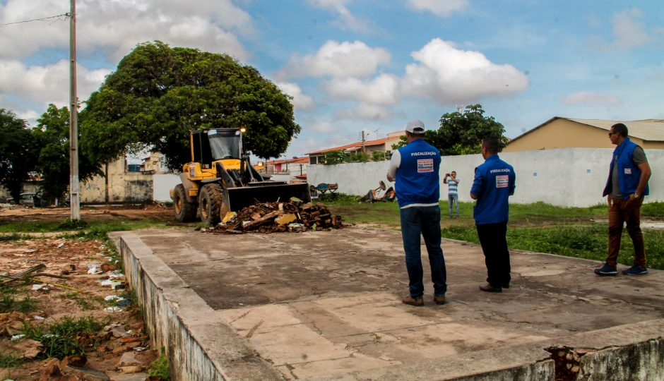 Prefeitura de Ribamar faz retirada de construções irregulares em áreas públicas
