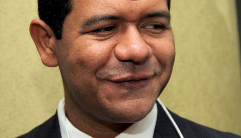 Luciano Leitoa é investigado por contrato suspeito de R$ 5,2 milhões