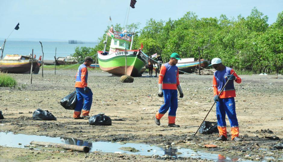 Prefeitura realiza ação de limpeza e educação ambiental em praia de Ribamar