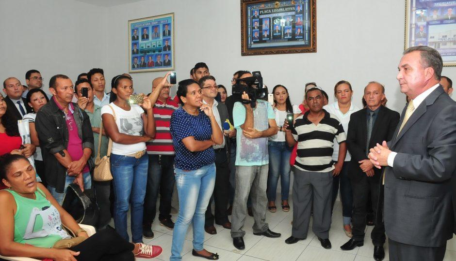 Luis Fernando recebe servidores da Saúde e discute pauta de solicitações