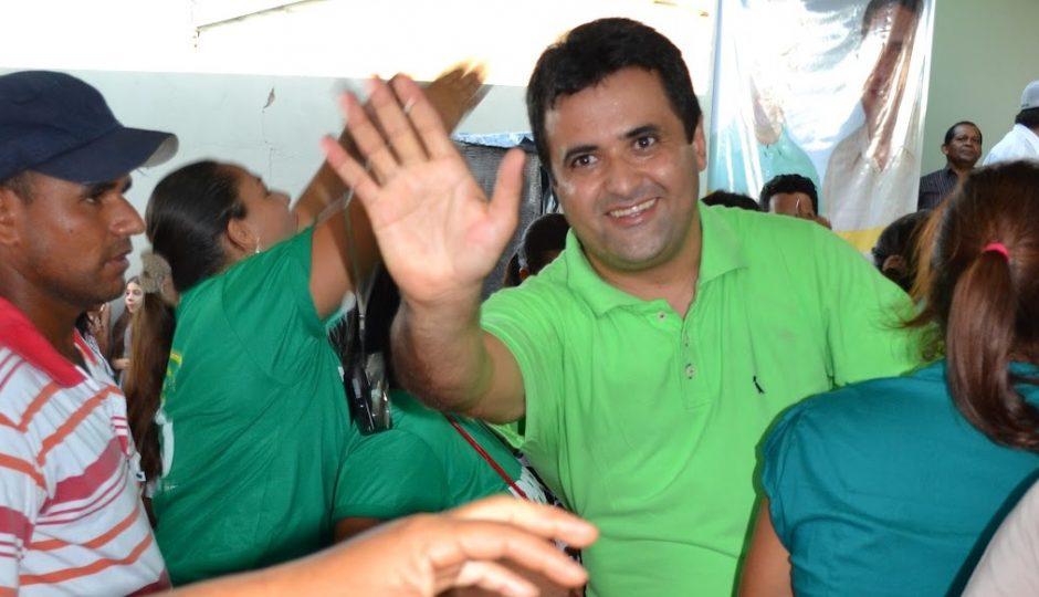 Juiz manda Nelson Horácio pagar salários atrasados de servidores