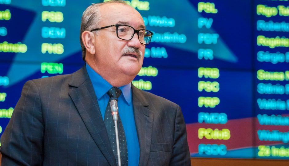 César Pires pede apoio da bancada federal à emenda sobre ISS
