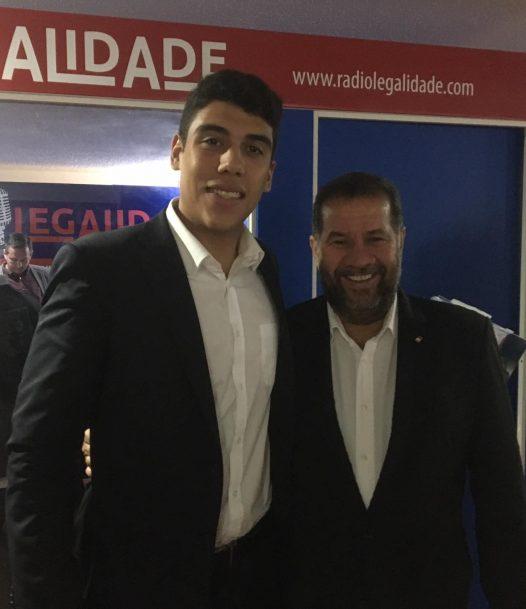 Peixe graúdo do PDT, Jonas Magno gosta de divulgar fotos ao lado da Alta Cúpula do partido, como esta, sorridente e abraçado a Carlos Lupi