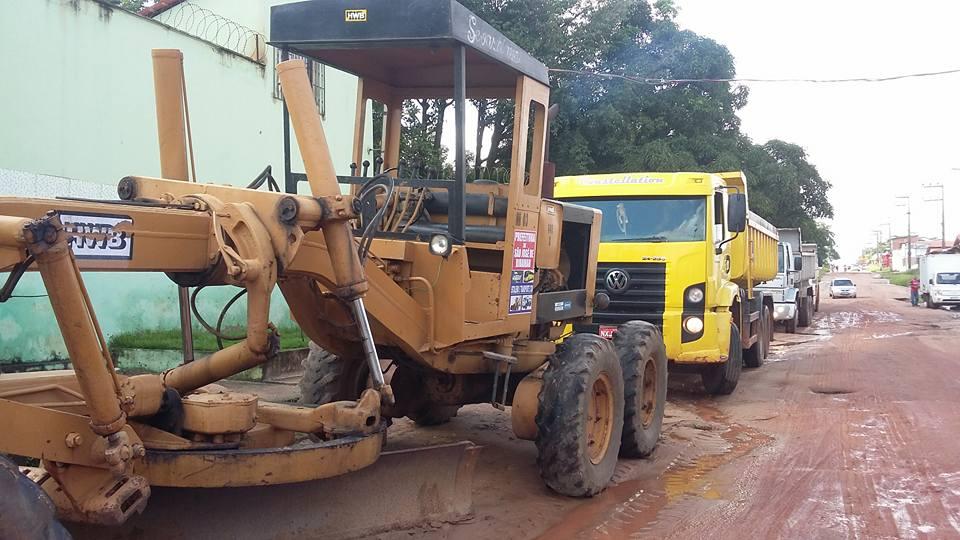 Máquinas trabalhando na região do Parque Jair
