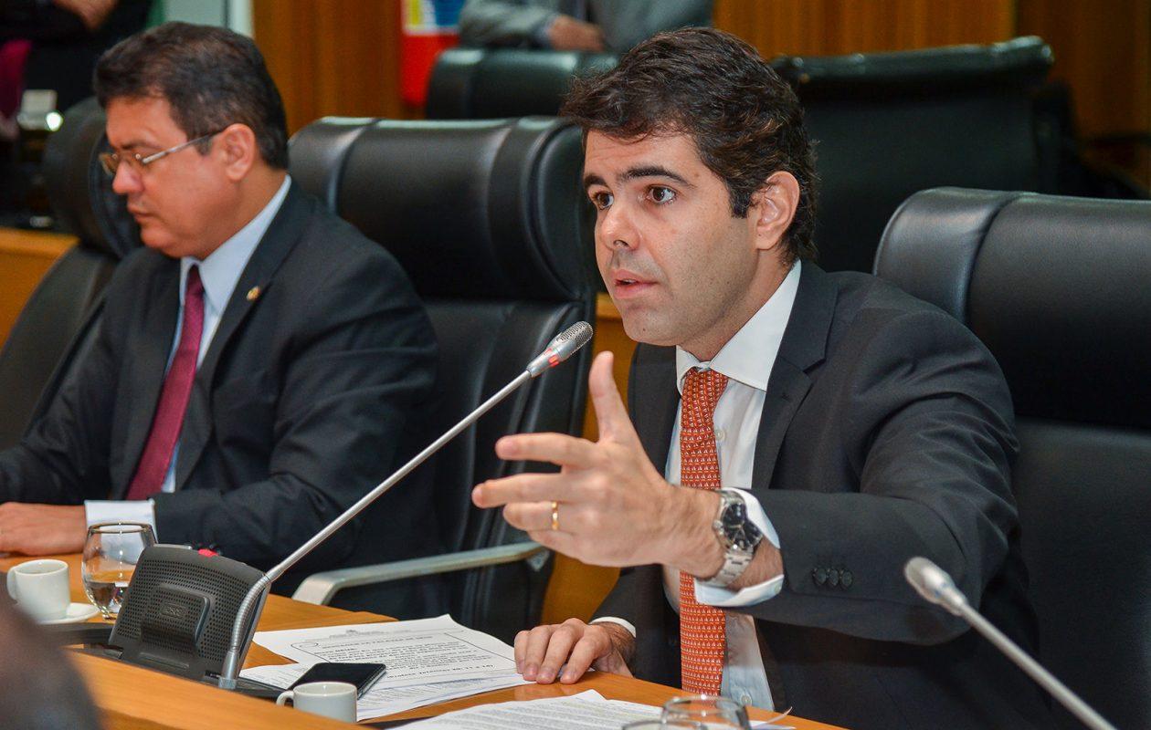 Adriano exige coerência da bancada governista