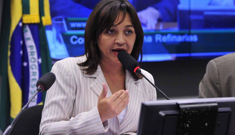 """Eliziane pede à PF que investigue responsáveis pelo """"Baleia azul"""""""