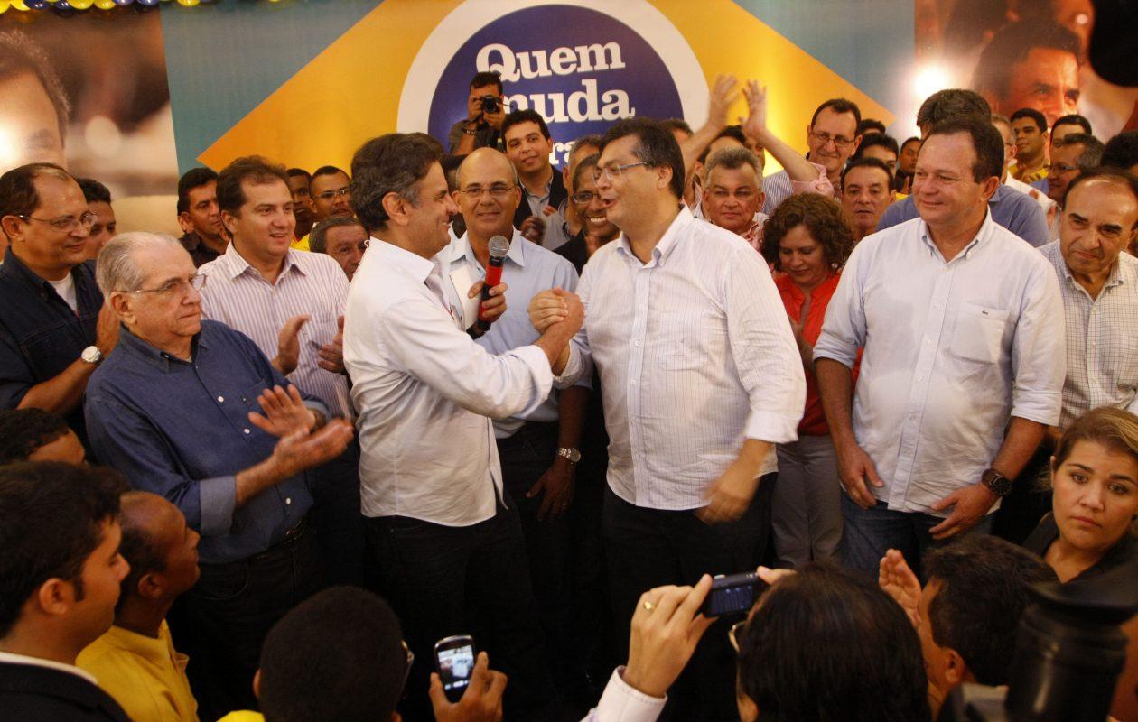 Oportunista, Flávio Dino tenta colar imagem de Sarney a Aécio