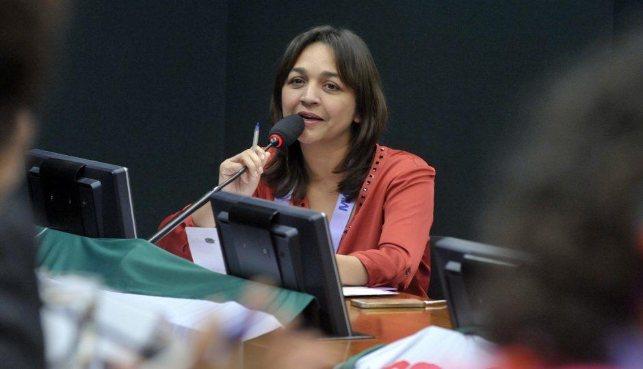 Pelo MA, apenas Eliziane votou contra a regulamentação da vaquejada